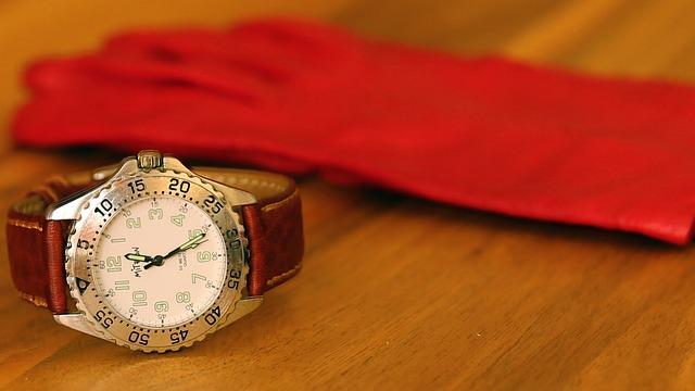 clock-wood